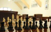 szachy na szachownicy