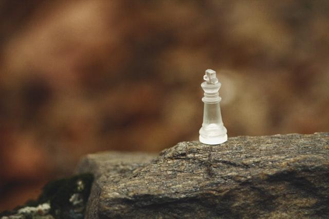 Pionek szachowyna skale